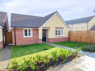 16 STEWART CLOSE, bungalow, WiFi, parking, lawned garden, in Evesham, Ref 944710