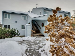 Tasteful ski condo close to the Village w/ shared pool & winter shuttle access