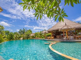 *PRIVATE BEACH* Deluxe Bungalow tiga