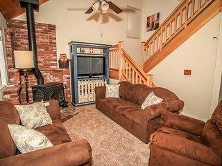 Cedar Hideaway Entertaining Family Home~Game Room~Fenced Yard~Pets Ok~