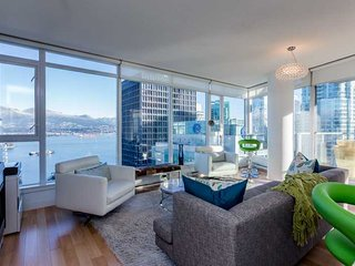 Vancouver Coal Harbour Executive 2 Bedroom Condo with Spectacular Views