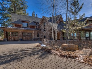 Beautiful home on golf course in Truckee, views of Northstar, private hot tub and rec room - Settler's Retreat