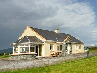 SCENIC VIEWS, detached, single-storey, open fire, en-suites, Waterville, Ref 944898