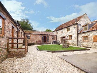 LUCASLAND HOLIDAY COTTAGES, group of three barn conversions, woodburner, hot tub, private pub, in Hunmanby, Ref 946797