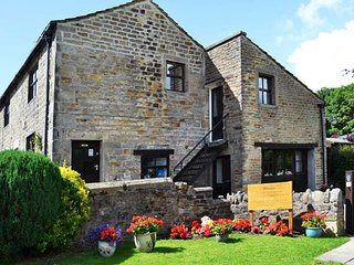 MALLARD, patio with furniture, pet-friendly, electric fire, Addingham, Ref