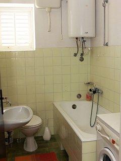A1 prizemlje(4+2): bathroom with toilet