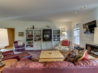 Spacious, family-friendly house w/ entertainment - close to beach & golf!