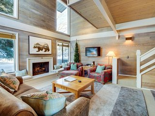 Location, location, location, w/access to Sun Valley Lodge pool & hot tub!
