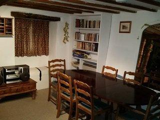 Dining table in Livingroom