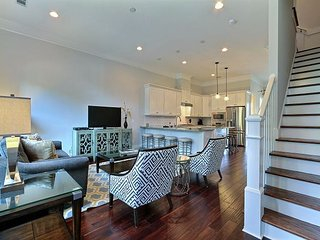 Elegant, Modern Town-Home in the Heart of Downtown!, Savannah