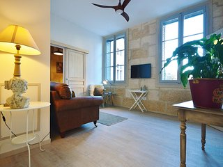 1st Floor apartment in a Parisien townhouse, facing the Ducal Palace, Uzes