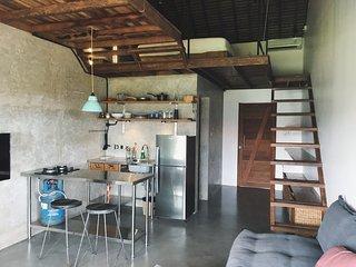 Loft with kitchen, 300m walk to the beach, Vassani Stay #1, Canggu