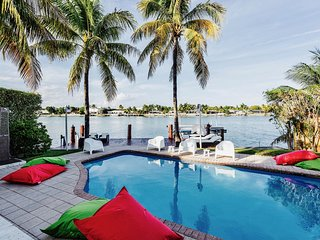 Miami Beach Boater's dream waterfront, North Bay Village