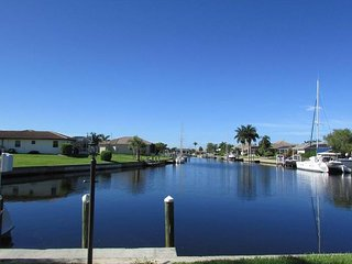 Beautiful Waterfront Home, Sailboat Depth, Private Pool, Punta Gorda