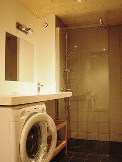 Salle d'eau avec douche italienne et WC