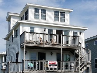 4 BED/3 BATH BEACH HOUSE JUST 70 YARDS FROM WELLS BEACH!, Moody