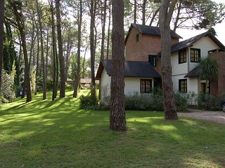 Cottage in the forest, coastal turistic  resort-Cabana en el bosque de Carilo