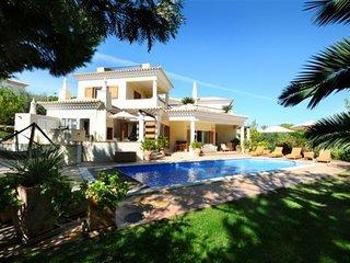 4 bedroom Villa in Vale do Lobo, Algarve, Portugal : ref 2022421