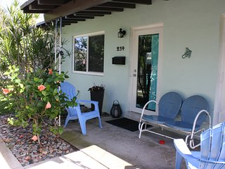 Clean Cottage- Walk or Bike to the beach or Atlantic Ave.
