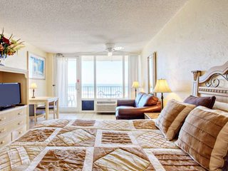 Perfect Location: 2 Min Walk to Shopping / Dining! Direct Ocean Front, 6th Floor