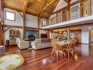Stunning, spacious post & beam mountain home - close to Okemo Resort!