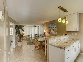 Angler's Cove 203H - 1 Bed 2 Bath Condo, Renovated!  Washer/Dryer in Unit!, Marco Island