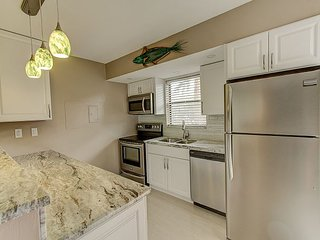 Angler's Cove 203H - 1 Bed 2 Bath Condo, Renovated!  Washer/Dryer in Unit!