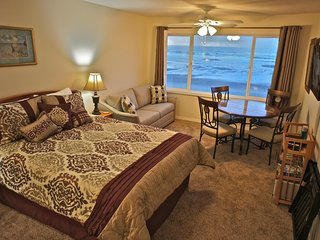 Barnacles of Narnia - Enchanting condo on the edge of the beach, Lincoln City