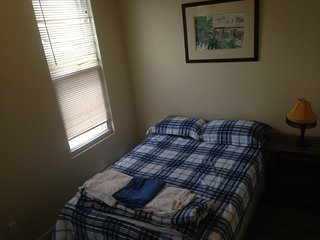R2R, private room ,mins to NYC,near trans;food,shops etc.Sleep 4