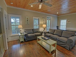 Upscale 3Bed 3Bath SEASIDE cottage 4 min walk to beach 3 Queen beds from $115/nt, Seagrove Beach