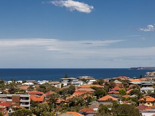 Bondi Views Secluded Enchanting Haven for 2 in Gorgeous Bondi. FEB 7-10 SPECIAL