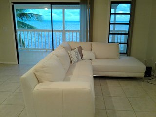KEYS OCEANFRONT HOME PRIVATE BEACH POOL + 3 VILLAS - YOUR OWN PRIVATE RESORT!, Duck Key