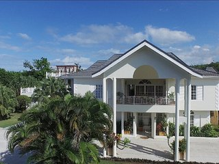 THIS is where you want to stay! 8BR. Ocean views., Discovery Bay
