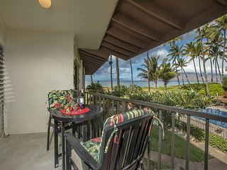 Waiohuli Beach Hale D-225 1Bd/1Ba Oceanfront Ocean View Sleeps 4 Great Rates!