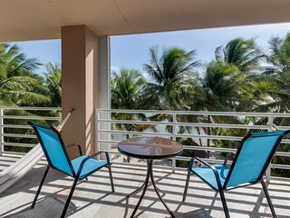 Oceanfront condo w/beach access, swim-up bar in shared pool, & rec room!