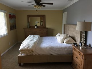 Immaculate townhouse in charming Pleasanton