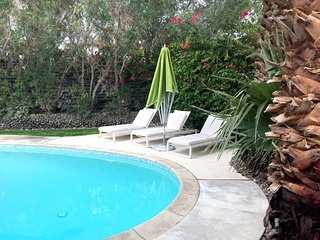 Palm Springs Hideaway - heated pool/hot tub/ 3 fire pits and more - very private