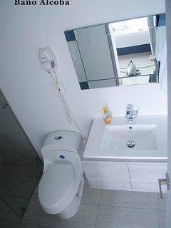 Secador de cabello en baño principal