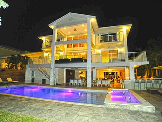 Villa Estelle - Luxury Waterfront Villa w/ Pool and Spa
