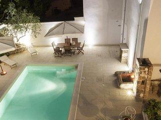 Luxury courtyard pool #8424.1