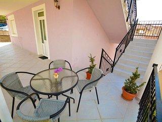Apartments Bella di Boka - Luxury Two Bedroom with Sea View and Private Beach, Radovici