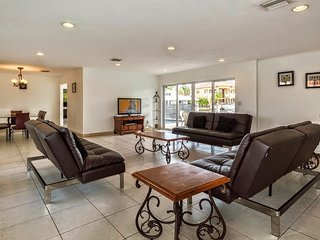 Villa Anamarie - North Miami Beach Villa w/ 134 ft Waterfront & Pool