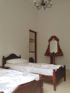 the half open bedroom (2 single beds)