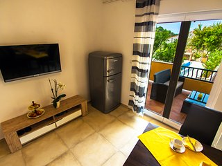 Close to Sea&City / Pool&Grill, Apartment Lemon