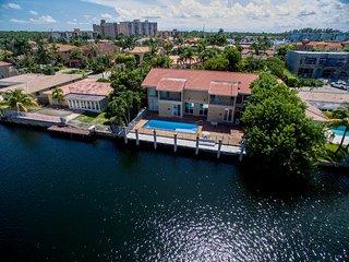 Villa Crislene, North Miami Beach