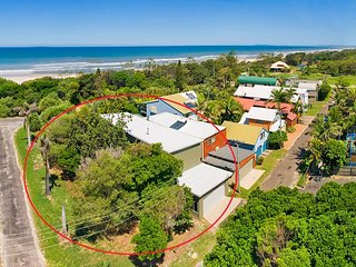 Northern NSW renovated beach house - pool, air con, pet friendly, Ocean Shores