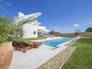 Beautiful Villa White with Swimming Pool  and BBQ