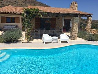 Chic Mediterranean Villa near Anavyssos