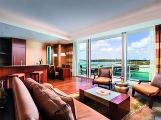 Ritz Carlton Hotel-2Bedroom Grand Suite–3 Beds–High Floor–Ocean View-Beach Front