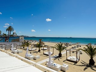 Bora Bora Sea View-Apartment next to Ushuaia, HRH, Playa d'en Bossa-, Ibiza Town